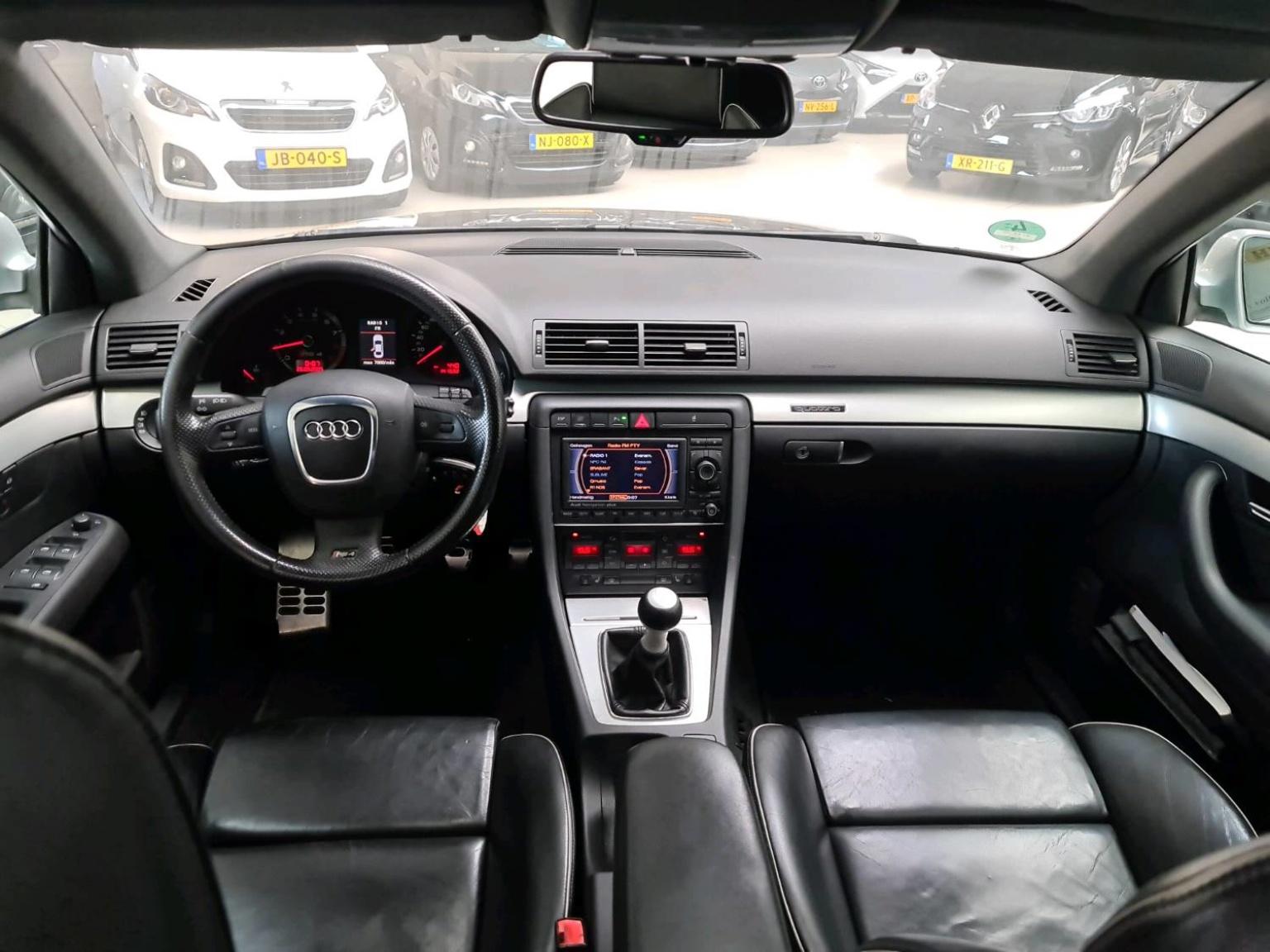 Audi-RS4-12
