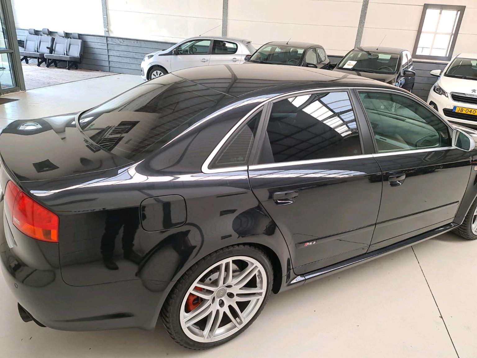 Audi-RS4-4