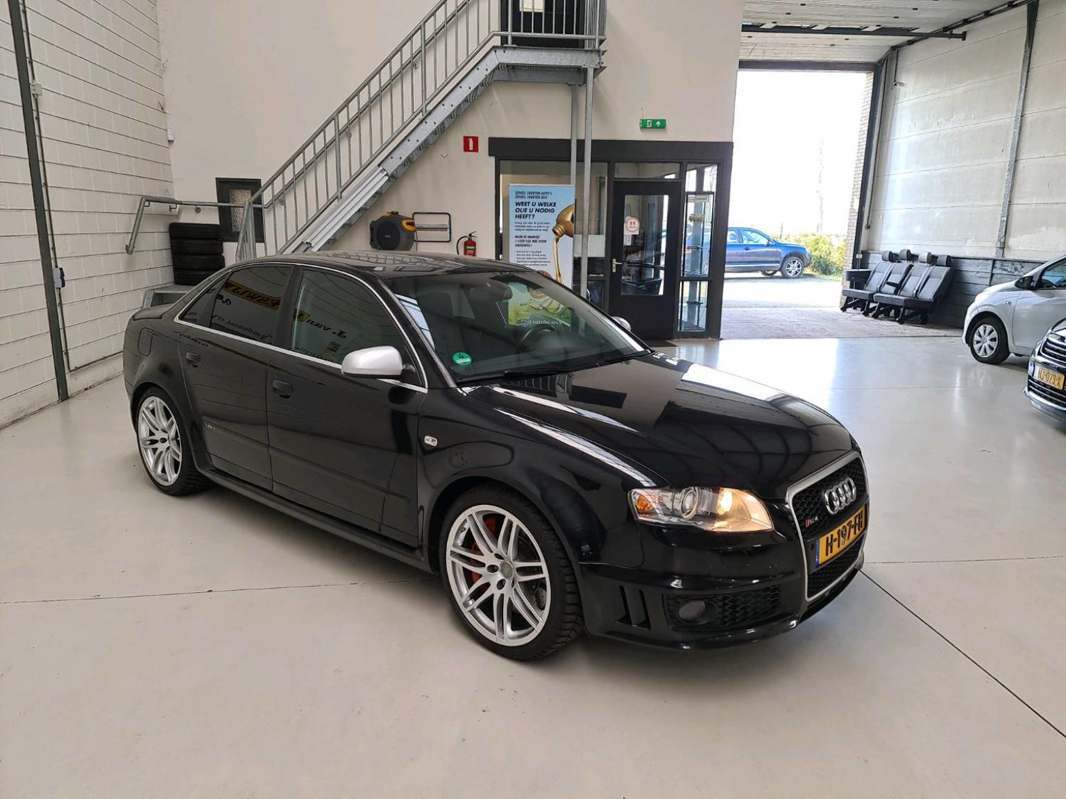 Audi-RS4-6