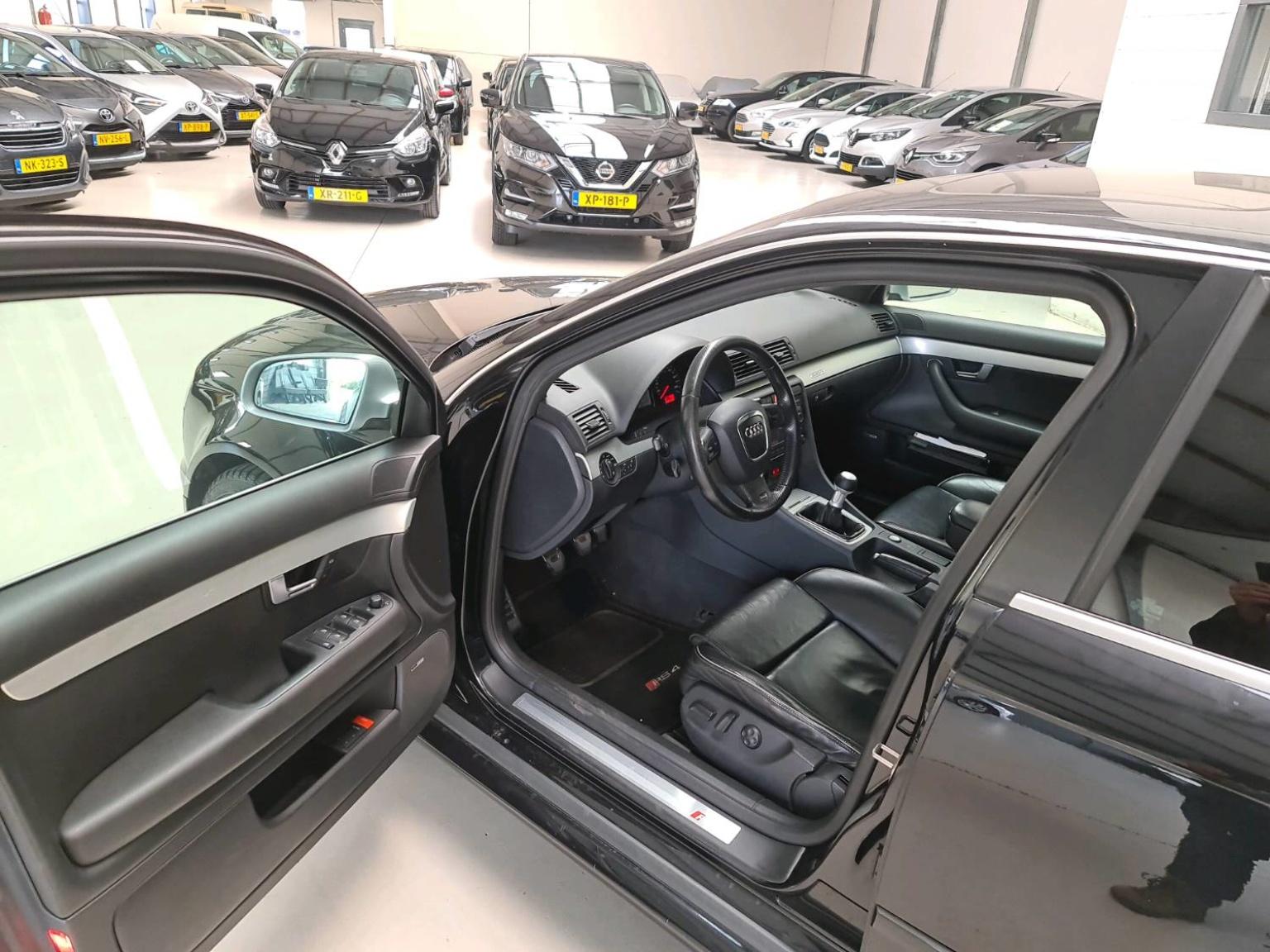 Audi-RS4-11