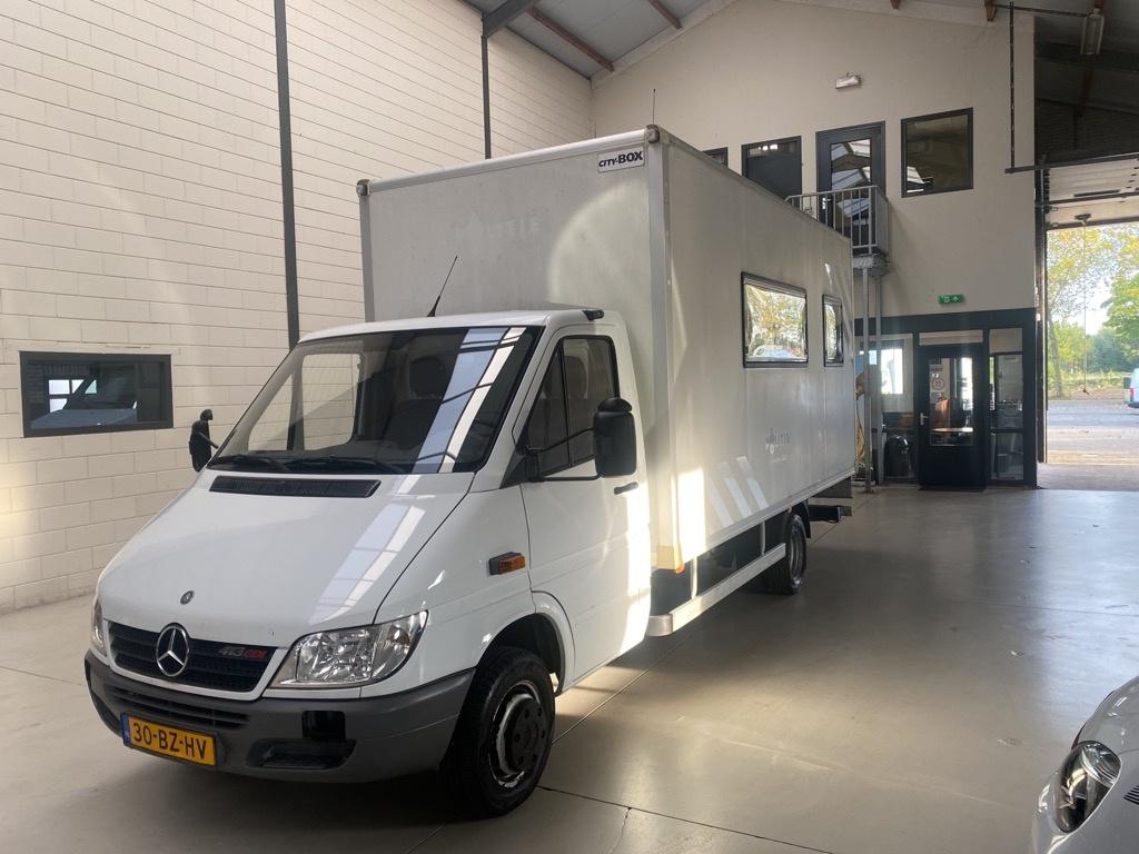 Mercedes-Benz-Sprinter-thumb