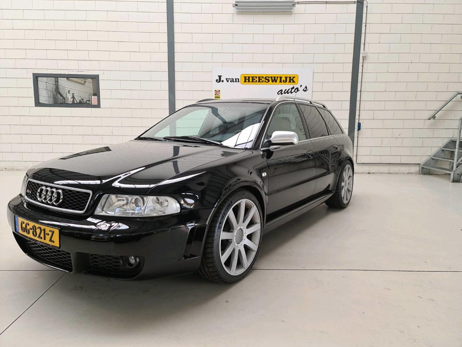 Audi-RS4-0