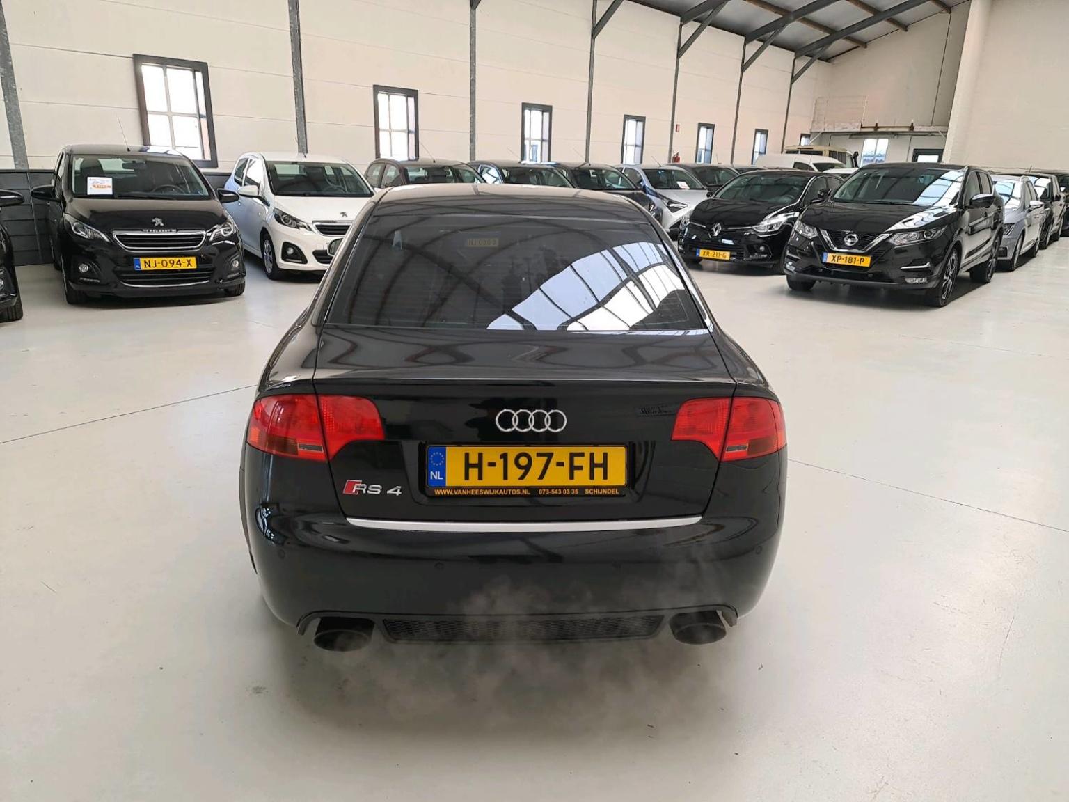 Audi-RS4-3