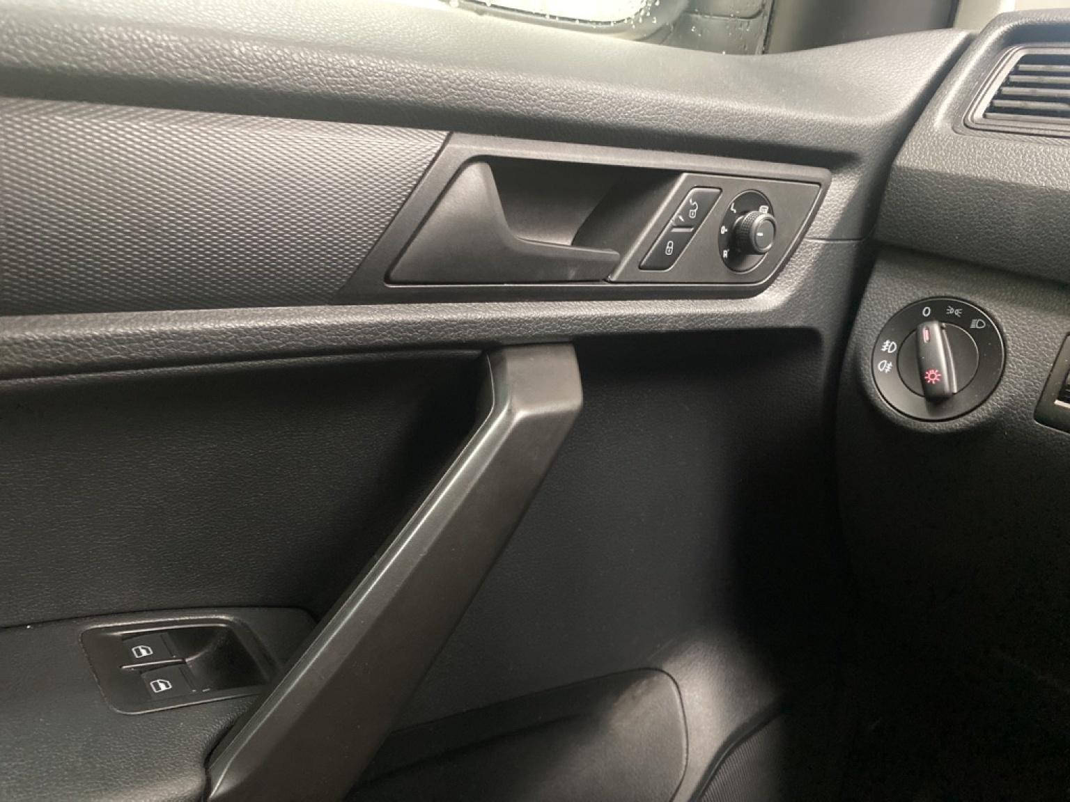 Volkswagen-Caddy-15